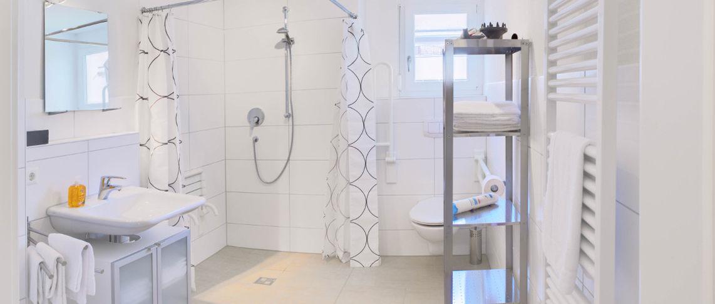 שירותים ומקלחת בדירת 2 חדרים