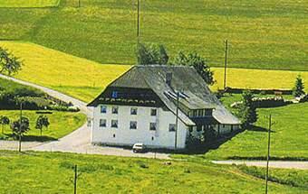 פונדק עם בית הארחה בכפר בלזנהאוסן ליד אגם שלוכזי