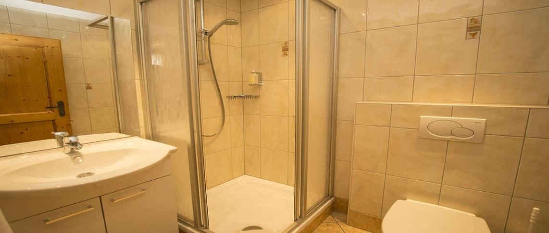 8 מקלחת