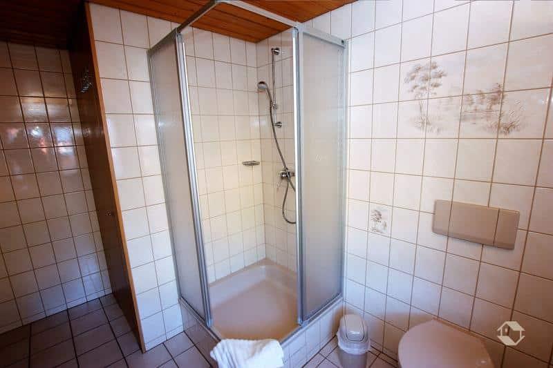 גג מקלחת