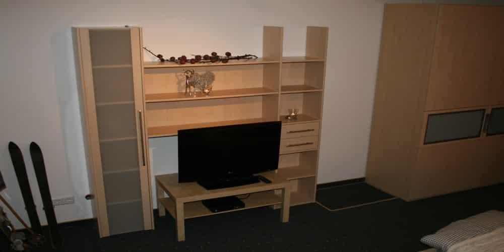 דירה 3 טלויזיה